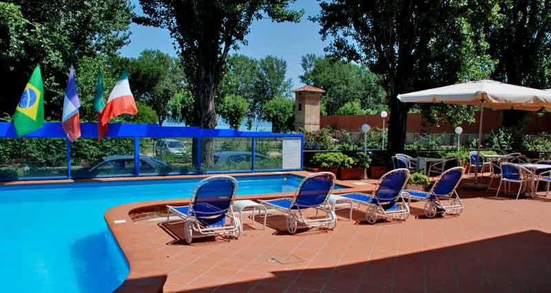 Residence ranieri castiglione del lago la piscina con vasca idromassagggio - Residence a livigno con piscina ...